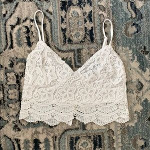 LA hearts white lace crop top! 🌸